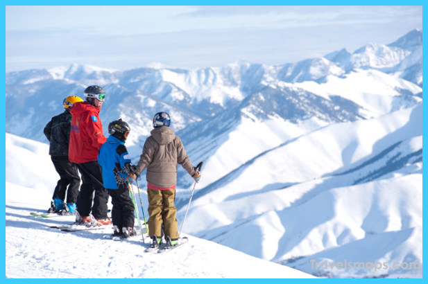 Guide to the top snowboarding spots in the US_1.jpg