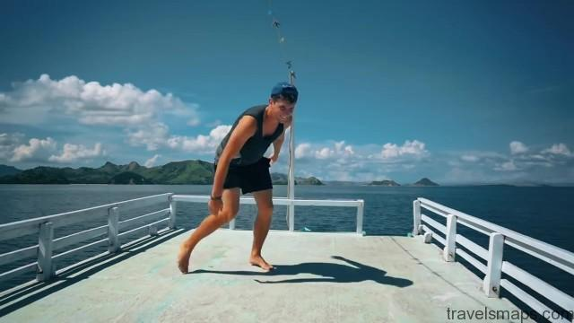 komodo island sailing indonesia 08